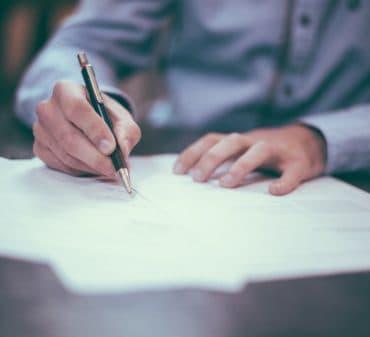 Договор дарения вместо купли-продажи: соглашаться или не рисковать?